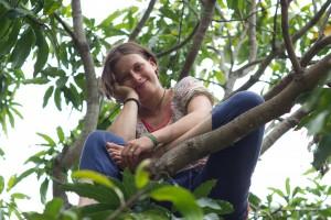 Nora auf dem Baum