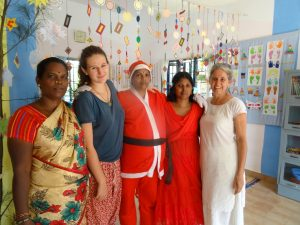 Amma, Catha (Freiwillige), Malliga, Uma und Kathy an Weihnachten