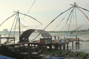 Der Hafen in Kochin, damals von den Portugiesen und Niederländern vorallem für Gewürzhandel genutzt, dient jetzt primär für die Fischerei. Durch die besondere Strömung müssen die Fischer die Netze nur senken und die Fische gehen ihnen wortwörtlich direkt ins Netz.