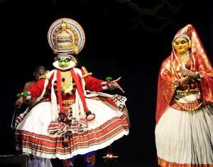 Das Kathakali, traditionelles Maskentheater der Region, konnten wir auch sehen. Sehr verwirrende Story, aber cool anzuschauen.